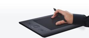 Tablety graficzne to wyjątkowo wygodne w obsłudze urządzenia, które dzięki zastosowaniu specjalnie skonstruowanego piórka w zdecydowanie bardziej funkcjonalny sposób dostosowane są do obsługi nawet bardzo zaawansowanych oprogramowań graficznych